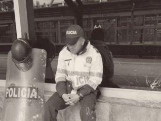 Policía triste